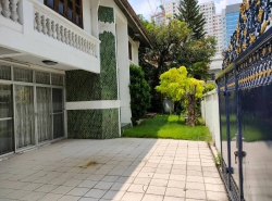 Land and Building for sale Sukhumvit 26, Near BTS Phrom Phong